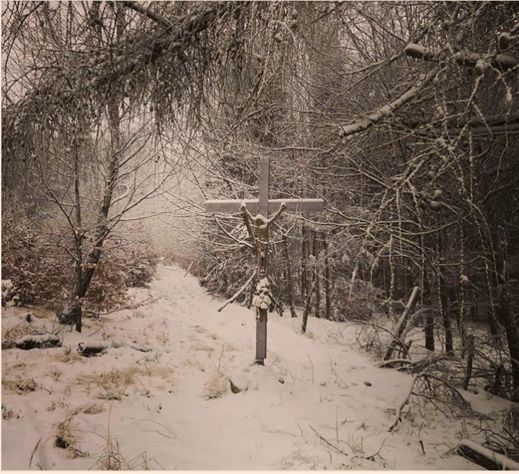 Jarmočný kríž na Javorovom vrchu v zime
